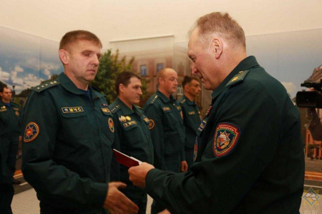 В Центре безопасности МЧС в Лиде сегодня состоялась торжественная церемония вручения медалей работникам органов и подразделений по чрезвычайным ситуациям Гродненщины.