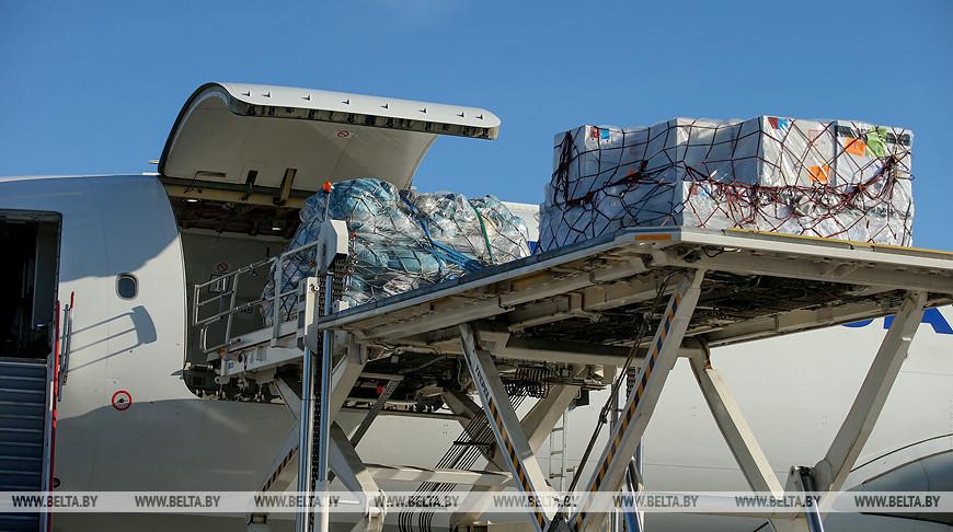 Гуманитарная помощь из Пекина прилетела в Минск.
