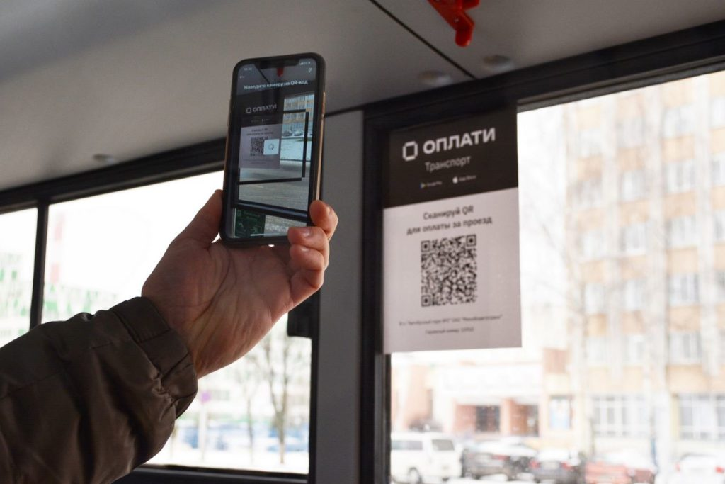 Лидчане смогут приобретать месячные проездные билеты для городского общественного транспорта в электронном виде.