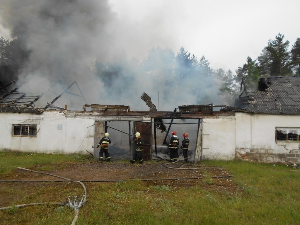 Склад запчастей горел в Лидском районе.