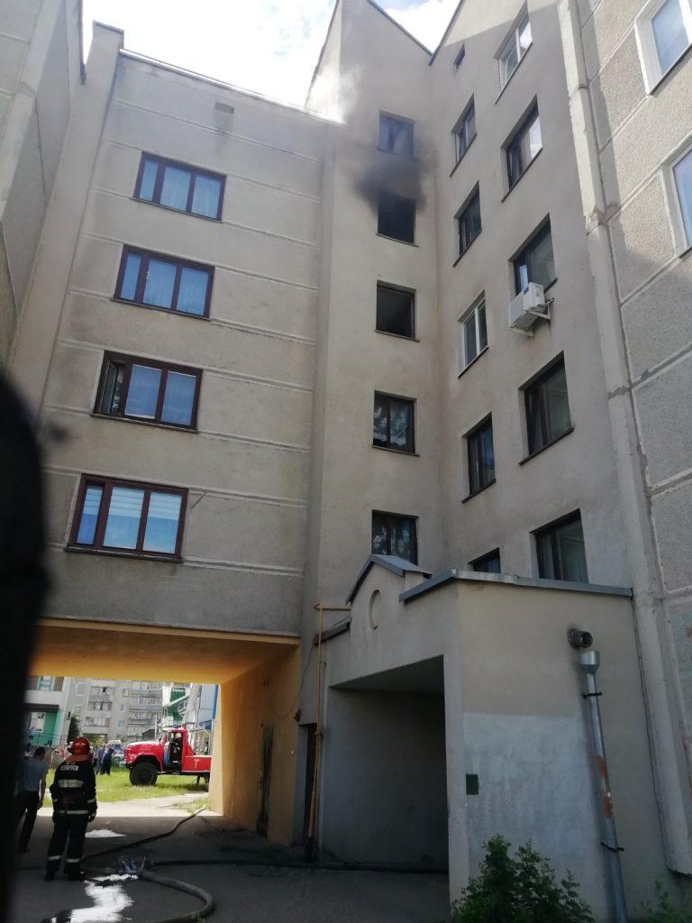 Лидские спасатели выезжали на тушение пожара в квартире по улице Тухачевского.