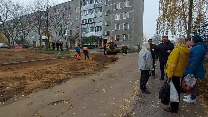 Лидское ЖКХ начало текущий ремонт очередной дворовой территории в городе.