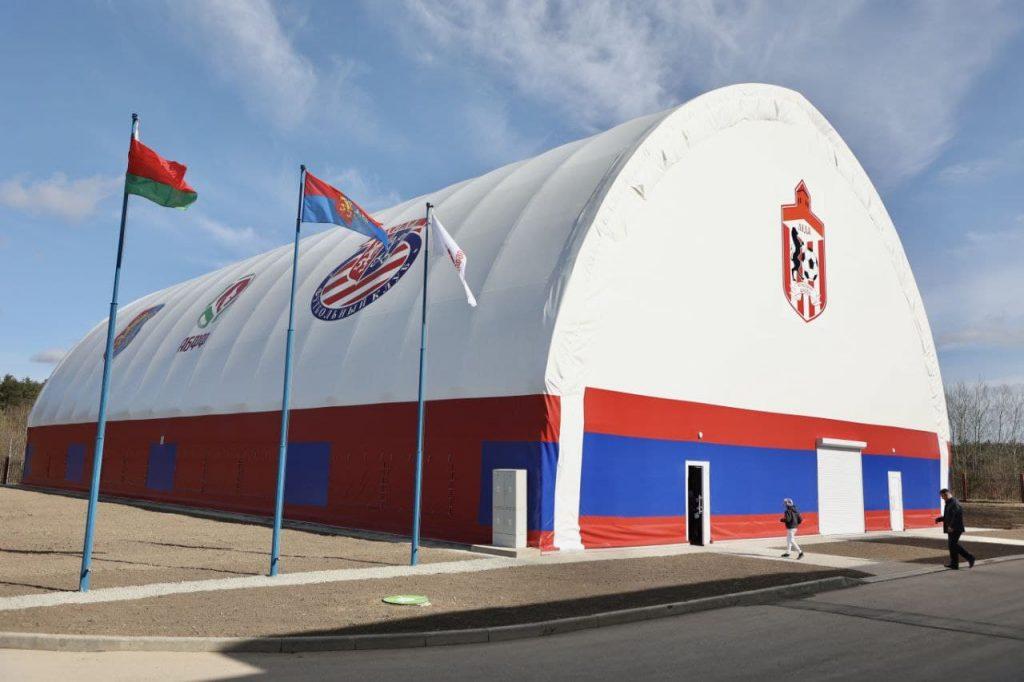 Крытая мини-футбольная площадка с современным искусственным покрытием открылась Лиде.