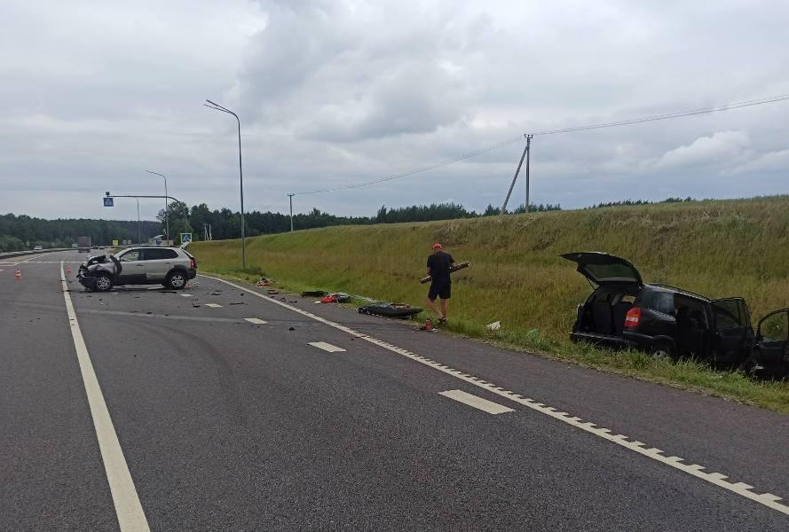 Три человека пострадали в ДТП под Лидой. Днем 27 июня на одном из перекрестков столкнулись «Хенде» и «Опель».