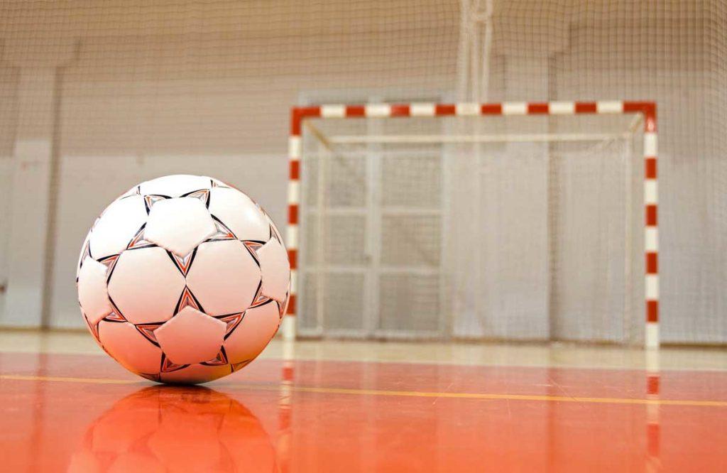 В Лидской мини-футбольной лиге прошли первые матчи 1/4 финала