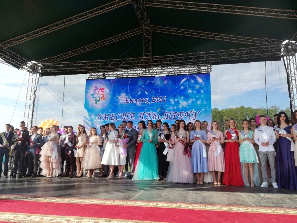 Районный вечер чествования выпускников состоялся в Лиде