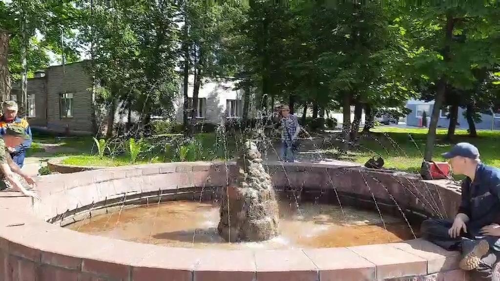 На территории Лидской ЦРБ запустили фонтан