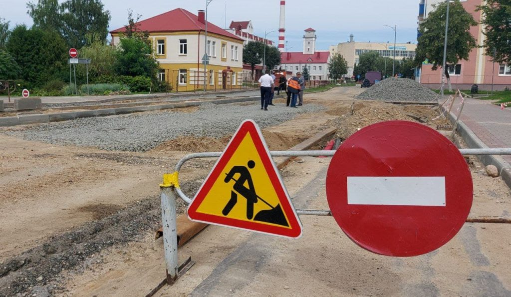 Работы по перекладке ливневой канализации на проспекте Победы в Лиде завершены на 85%