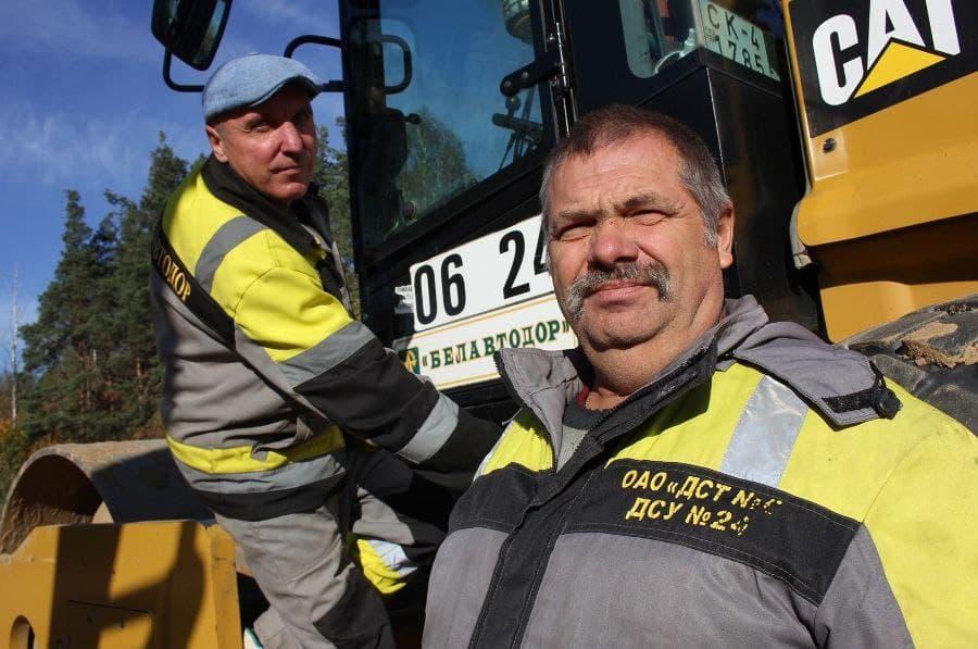 В микрорайоне Индустриальный в Лиде продолжается строительство асфальтированной дороги.